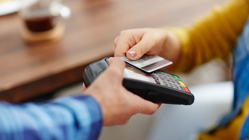 Increased amount for contactless payments without a requirement for PIN
